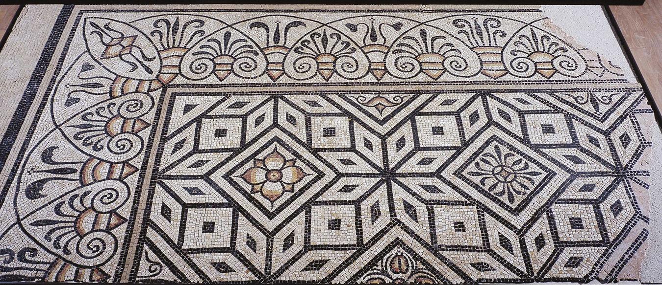 Mosaïque à décor géométrique et floral